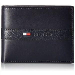 Tommy Hilfiger Men's Navy Blue Leather Wallet